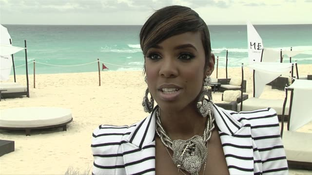 vídeos de stock, filmes e b-roll de kelly rowland on how they have both grown as artists at the nelly video shoot in cancun mexico at cancun - quintana roo