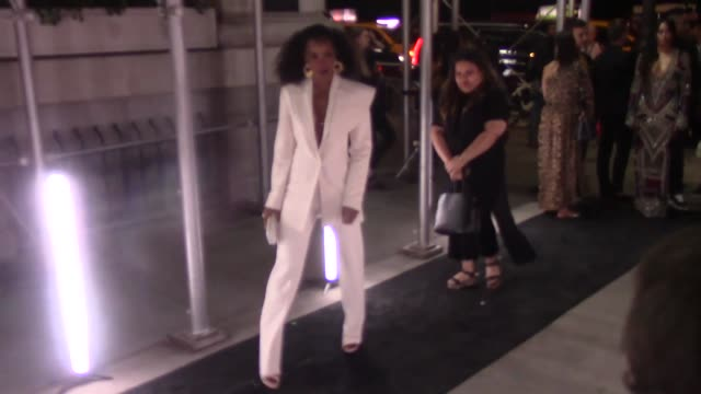 stockvideo's en b-roll-footage met kelly rowland outside the plaza hotel new york at celebrity sightings in new york on september 07, 2018 in new york city. - kelly rowland