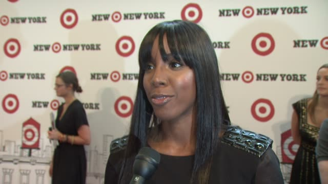 stockvideo's en b-roll-footage met kelly rowland talking about having target in ny, shopping with her friends at the target celebrates opening of east harlem location with star-studded... - kelly rowland