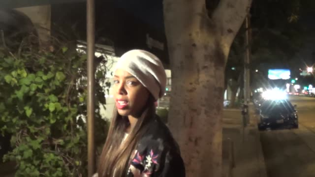 stockvideo's en b-roll-footage met kelly rowland talks about beyonce & about her new job as x-factor host as she departs madeo's restaurant in beverly hills, 08/08/13 kelly rowland... - kelly rowland