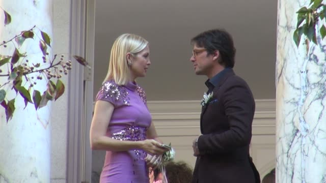 kelly rutherford and matthew settle on location for 'gossip girl' in new york ny on 10/16/12 - kelly rutherford stock videos & royalty-free footage