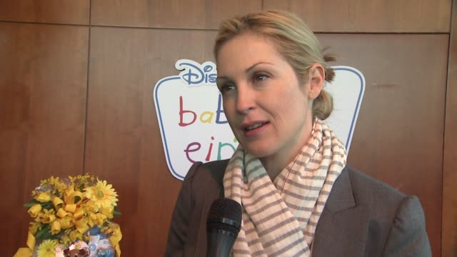 kelly rutherford on daily routines with her children at the disney baby einstein kelly rutherford launch the baby einstein discovery kits at new york... - kelly rutherford stock videos & royalty-free footage