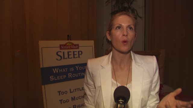 kelly rutherford on nature made's sleep product on needing sleep as a mother on her sleep routine at the launch event for naturemade sleep at west... - kelly rutherford stock videos & royalty-free footage