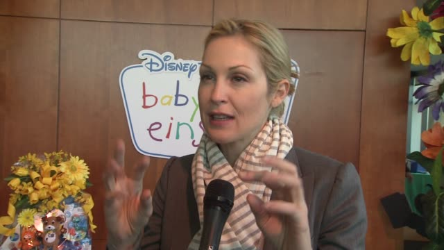 kelly rutherford on the discovery kts at the disney baby einstein kelly rutherford launch the baby einstein discovery kits at new york ny - kelly rutherford stock videos & royalty-free footage