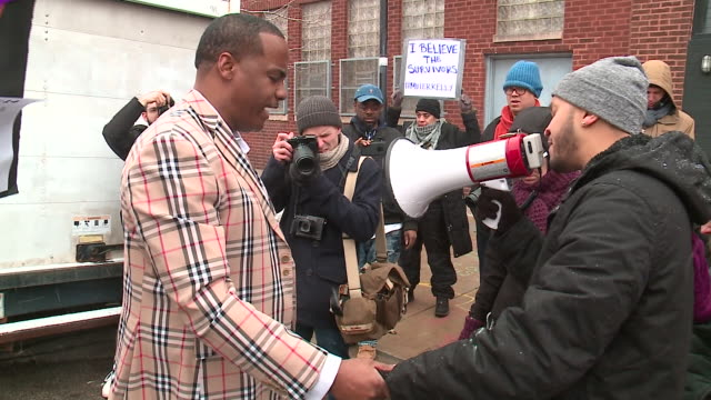 wgn r kelly supporters and protesters clashed outside the singer's near west side studio on january 12 2019 kelly is facing serious allegations of... - surviving r. kelly stock videos & royalty-free footage