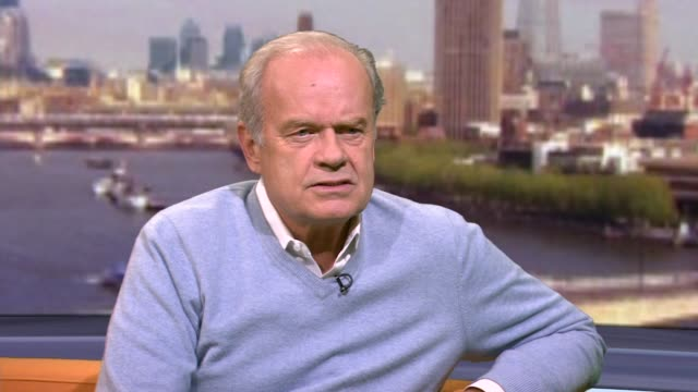 """kelsey grammer saying the right to bear arms is """"in the dna"""" of the usa - アメリカ憲法点の映像素材/bロール"""