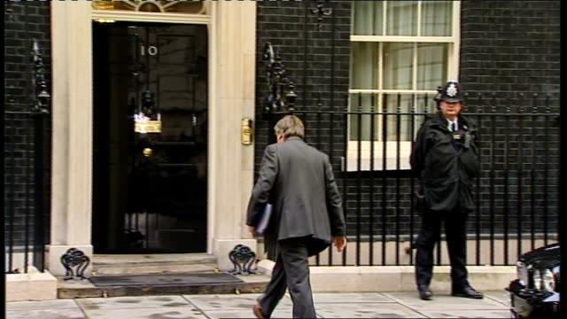 ken clarke describes current economic situation as 'calamitous' date downing street clarke arriving at number 10 - 政治家 ケネス・クラーク点の映像素材/bロール