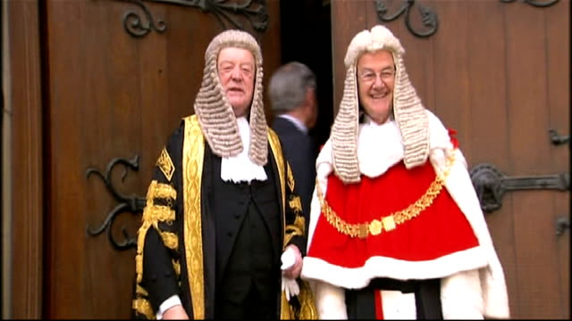 ken clarke sworn in as lord chancellor england london royal courts of justice photography * * ken clarke mp along in procession to be sworn in /... - 政治家 ケネス・クラーク点の映像素材/bロール