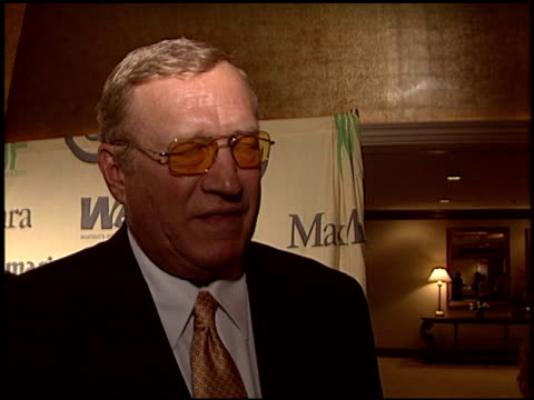 stockvideo's en b-roll-footage met ken howard at the women in film crystal and lucy awards at the century plaza hotel in century city california on june 18 2004 - century plaza