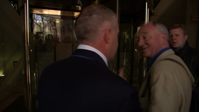 stockvideo's en b-roll-footage met ken livingstone appears before labour disciplinary hearing over comments about hitler t28041601 / tx john mann mp along arguing with ken livingstone... - ken livingstone