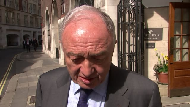stockvideo's en b-roll-footage met ken livingstone appears before labour disciplinary hearing over comments about hitler england london ext ken livingstone interview sot i didn't... - ken livingstone