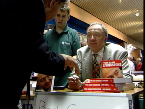 vidéos et rushes de ken livingstone signing copies of his autobiography in book signing - autobiographie
