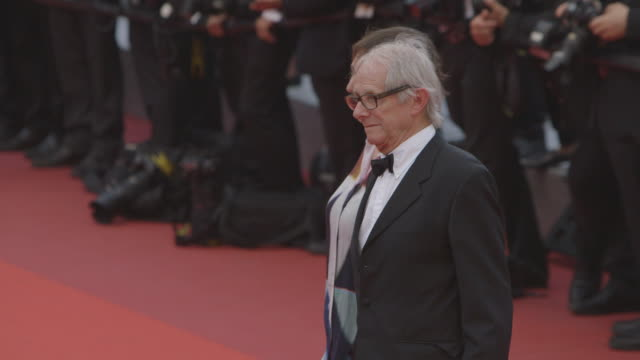 vidéos et rushes de ken loach rebecca o'brien at closing ceremony red carpet at palais des festivals on may 22 2016 in cannes france - cannes