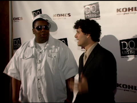 kenan thompson and guest at the 2006 brick awards from do something in celebration of young social entrepreneurs and celebrity and corporate... - do something awards stock videos & royalty-free footage