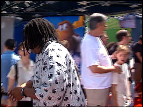 kenan thompson at the premiere of 'the adventures of rocky and bullwinkle' at universal in universal city california on june 24 2000 - the adventures of rocky and bullwinkle 2000 film stock videos & royalty-free footage