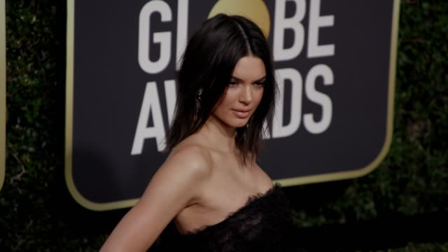 kendall jenner at the 75th annual golden globe awards at the beverly hilton hotel on january 07, 2018 in beverly hills, california. - golden globe galan bildbanksvideor och videomaterial från bakom kulisserna