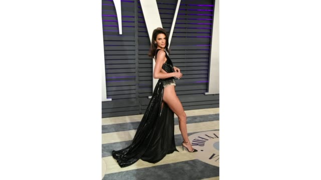 kendall jenner attends the 2019 vanity fair oscar party hosted by radhika jones at wallis annenberg center for the performing arts on february 24... - vanity fair video stock e b–roll
