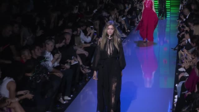 vidéos et rushes de kendall jenner gigi hadid lily donaldson and models on the runway of elie saab 2016 spring summer fashion show paris france on saturday october 3 2015 - 2015