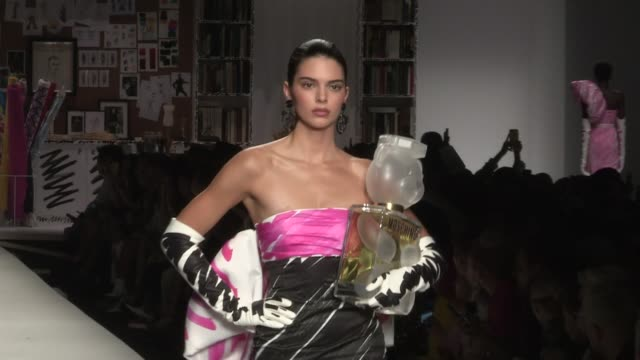 kendall jenner vittoria ceretti grace elizabeth joan smalls and their fellow models on the runway for the moschino spring summer 2019 fashion show in... - joan smalls stock videos & royalty-free footage