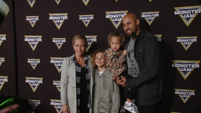 vídeos y material grabado en eventos de stock de kendra wilkinson baskett and hank baskett at monster jam celebrity event at angel stadium on february 24 2018 in anaheim california - angel stadium
