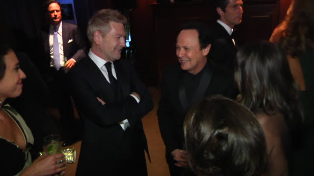 vídeos de stock, filmes e b-roll de kenneth branagh and billy crystal at the 2012 vanity fair oscar party hosted by graydon carter inside party at west hollywood ca - billy crystal