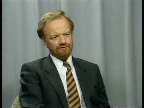 kenneth clarke profile int cms robin cook mp intvwd sof i can think of a dozen cabinet members who could have defused this dispute there are aspects... - kenneth clarke stock-videos und b-roll-filmmaterial
