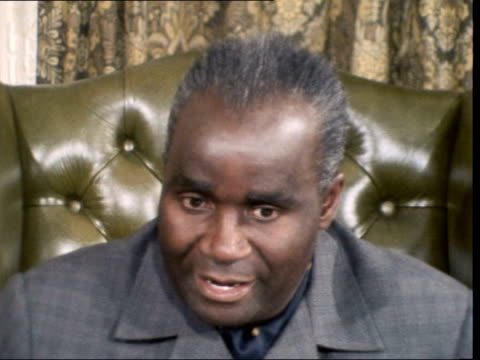 a nat england london downing st ext ms kenneth kaunda to no10 rl poses on steps grosvenor hotel interview sof this is the latest i can say it's my... - kenneth kaunda stock videos & royalty-free footage