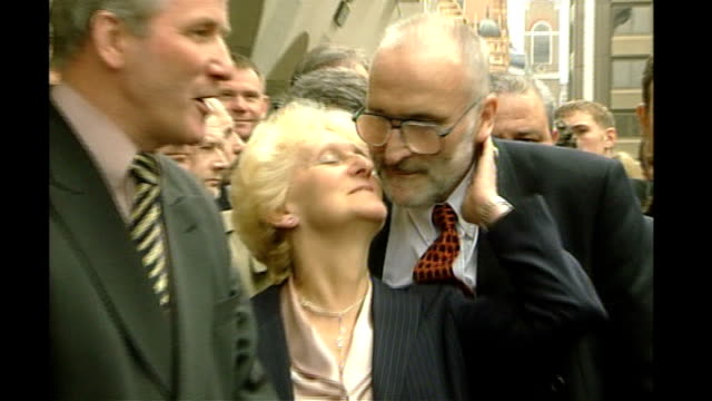 kenneth noye road rage murder conviction will be referred to court of appeal may 1999 old bailey ken toni cameron posing for photocall outside court... - kenneth noye stock videos & royalty-free footage