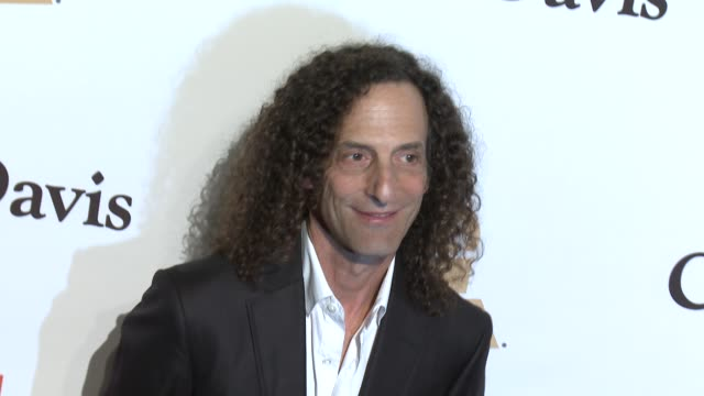 stockvideo's en b-roll-footage met kenny g at the 2016 pregrammy gala and salute to industry icons honoring irving azoff at the beverly hilton hotel on february 14 2016 in beverly... - irving azoff