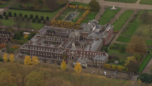 kensington palace aerials - palace stock-videos und b-roll-filmmaterial