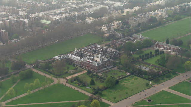 kensington palace - palace stock-videos und b-roll-filmmaterial