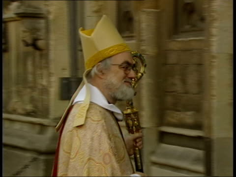 kent: canterbury cathedral: int lms dr rowan williams in pulpit, delivering easter sunday sermon zoom in - canterbury cathedral stock videos & royalty-free footage