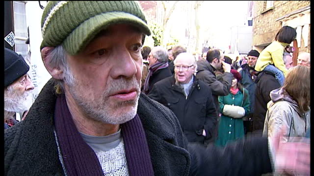 vídeos de stock e filmes b-roll de kentish town cobbled lane in danger from redevelopment; roger lloyd pack interview sot more of protest including poster attached to wall - kentish town