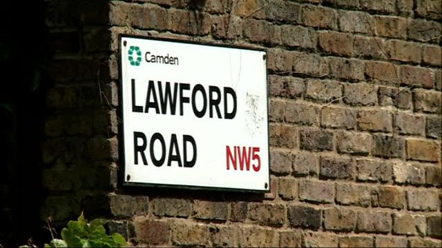 vídeos y material grabado en eventos de stock de police launch murder investigation england london kentish town ext fire engine in cordonedoff road 'lawford road' street sign police officer stands... - kentish town