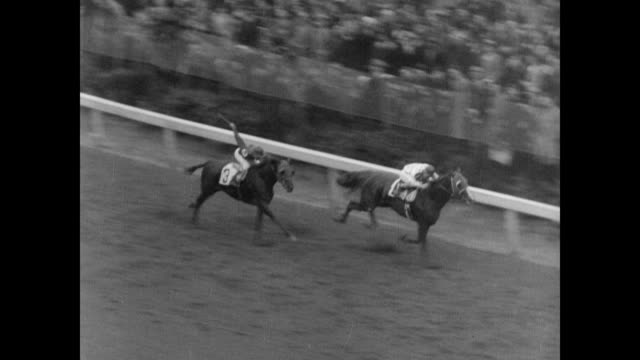 / kentucky derby racing / horse omaha takes the lead and wins 61st kentucky derby on may 04 1935 in louisville kentucky - 1935 stock videos & royalty-free footage