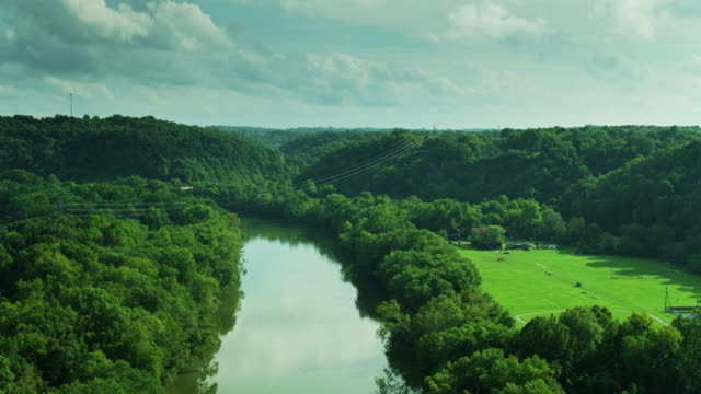 kentucky river flowing past capitol view park in frankfort - drone shot - kentucky stock videos & royalty-free footage