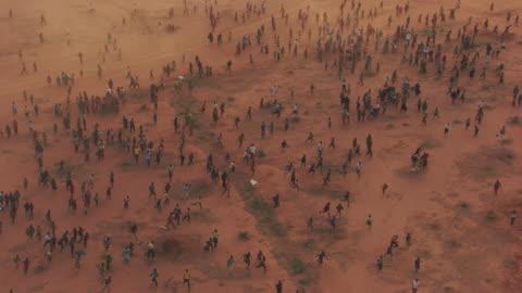 kenya, dabaab: people running everywhere - climate stock videos & royalty-free footage