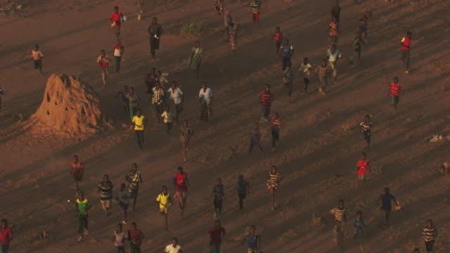 Kenya, Dabaab: People walking and waving