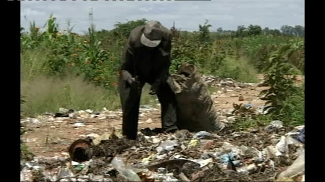 kenyan prime minister calls for international troops to 'take control' people scavenging for items on rubbish heap - scavenging stock videos & royalty-free footage