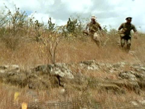 kenyan rangers chasing leopard cub. catching cub in net. captured cub. - 公園保安官点の映像素材/bロール
