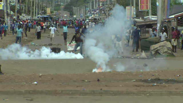 Kenyan soldiers firing at protesters in Kisumu