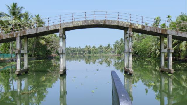vidéos et rushes de kerala bakcwaters - bras mort de cours d'eau