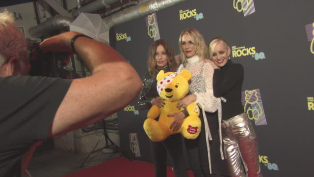 vidéos et rushes de keren woodward, sara dallin, siobhan fahey, bananarama at bbc children in need rocks the 80s at sse arena on october 19, 2017 in london, england. - rock moderne