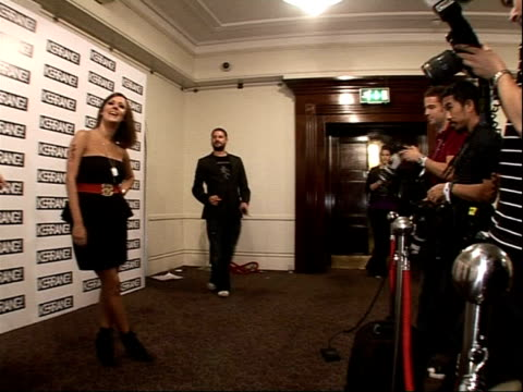 interviews; caroline flack interview sot - on presenting an award to 30 seconds to mars / on how good-looking jared leto is / on being a rock chick /... - 30 seconds or greater bildbanksvideor och videomaterial från bakom kulisserna
