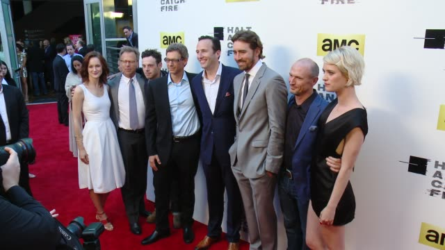 vídeos de stock, filmes e b-roll de kerry bishe mark johnson scoot mcnairy jonathan lisco charlie collier lee pace toby huss and mackenzie davis at amc's halt and catch fire los angeles... - cinemas arclight hollywood