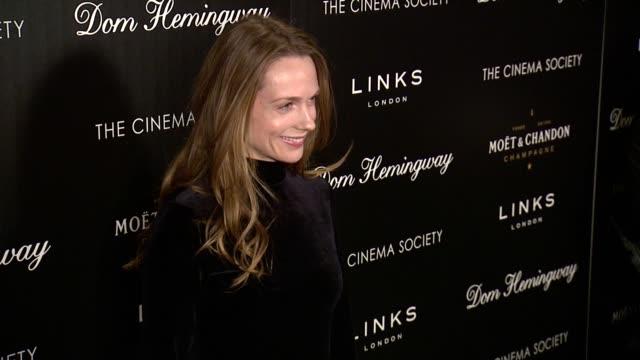 "kerry condon at ""dom hemingway"" new york premiere presented by fox searchlight at landmark sunshine cinema on march 27, 2014 in new york city. - ランドマークサンシャインシアター点の映像素材/bロール"