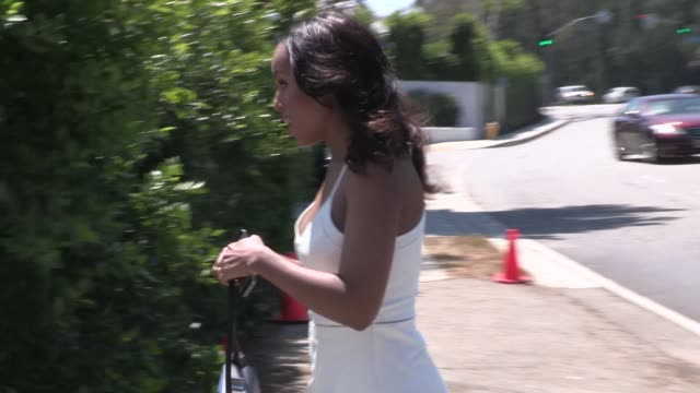 kerry washington in bright white sexy summer dress at a private party in brentwood in celebrity sightings in los angeles, - brentwood los angeles stock videos & royalty-free footage