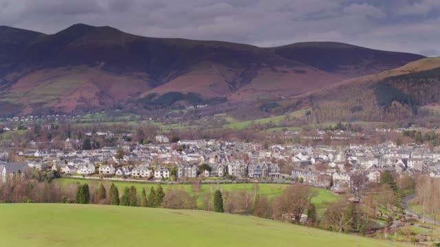 vídeos y material grabado en eventos de stock de keswick, cumbria - vista aérea - distrito de los lagos de inglaterra