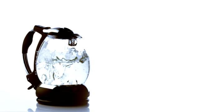 vídeos de stock e filmes b-roll de chaleira - chaleira de chá