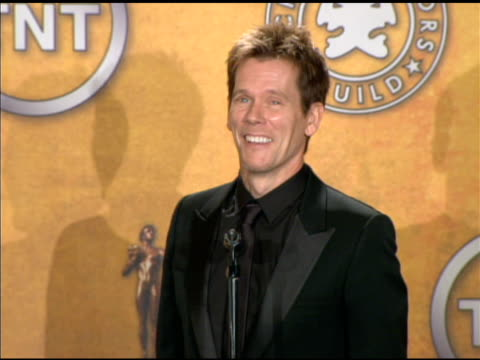 vídeos de stock, filmes e b-roll de kevin bacon on trying times during his career at the 16th annual screen actors guild awards press room at los angeles ca - screen actors guild